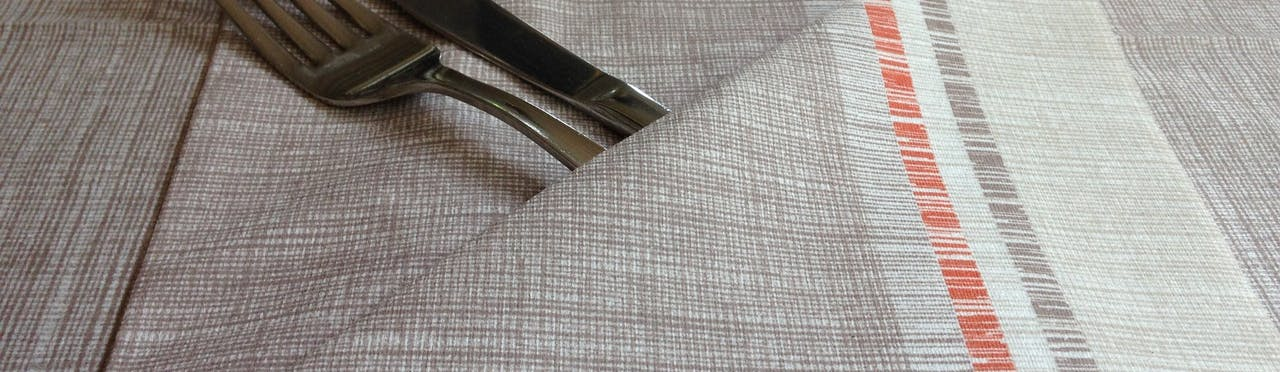 clean table cloth